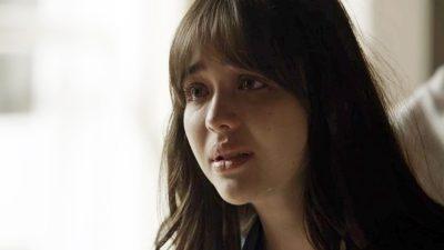 """""""O Outro Lado do Paraíso"""": Após prisão de Vinícius, reencontro chocará Laura nesta quarta-feira"""