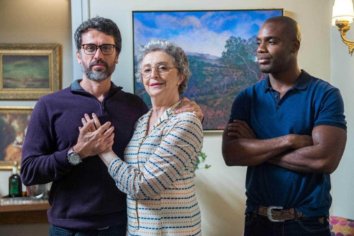 'O Outro Lado do Paraíso': Após troca de casais, Samuel e Cido chegam a acordo, e Dona Adnéia comemora: 'Cura gay!'