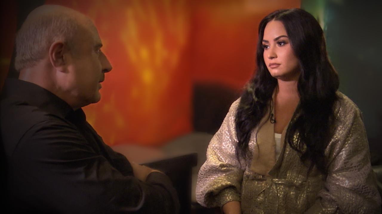 Demi Lovato se abre sobre infância conturbada: 'Eu tinha fascínio com a morte'