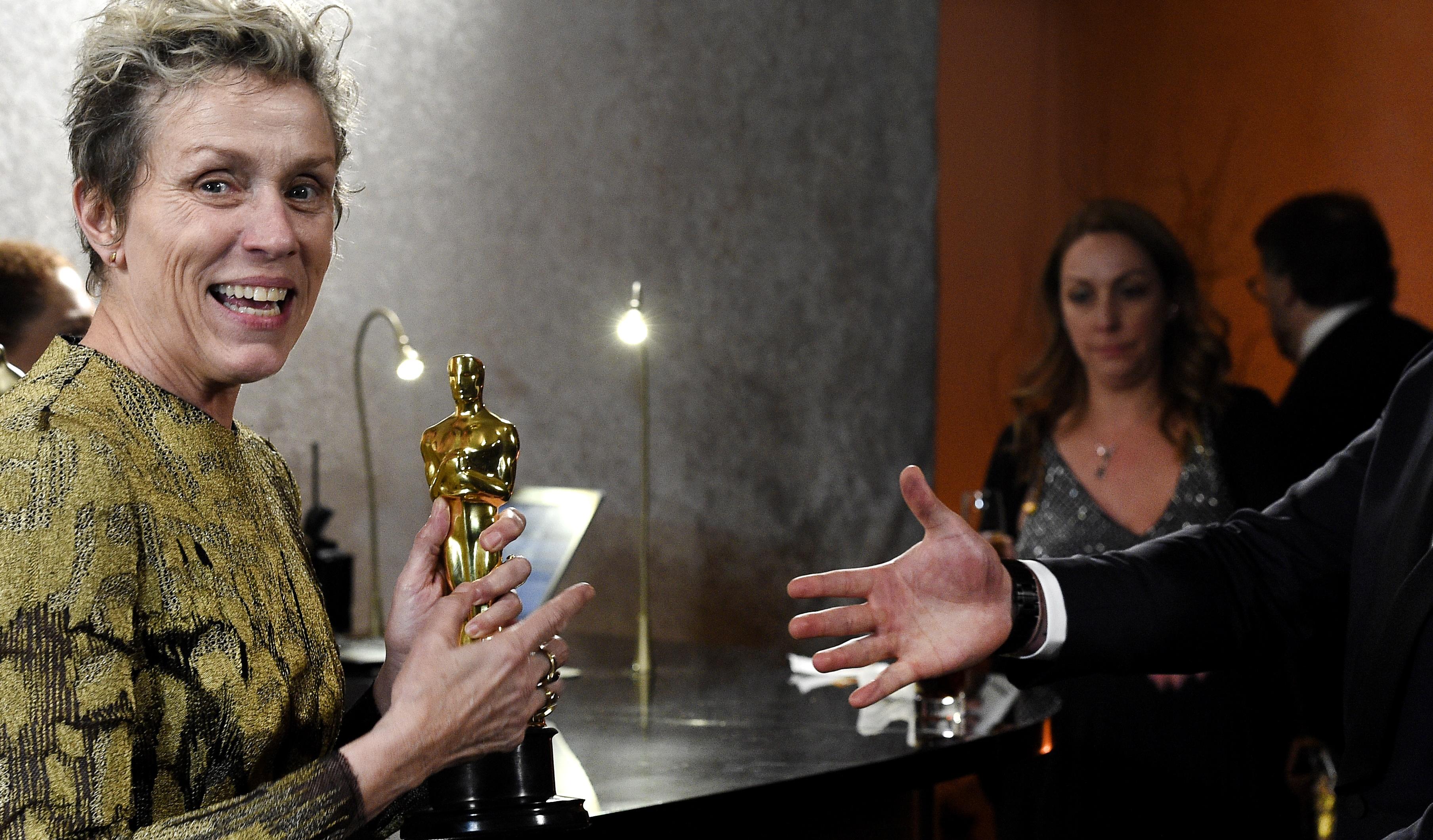 Oscar 2018: Frances McDormand tem estatueta furtada em festa; suspeito é preso após foto divulgada no Twitter
