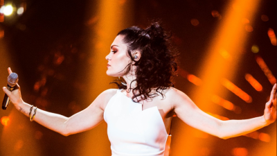 "Jessie J. arrasa na performance de ""Ain't No Mountain High Enough"" em reality show chinês, veja!"