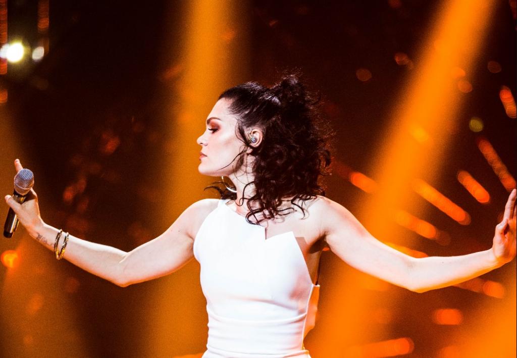 "Jessie J. arrasa na performance de ""Ain't No Mountain High Enough"" em reality show chinês, veja!"