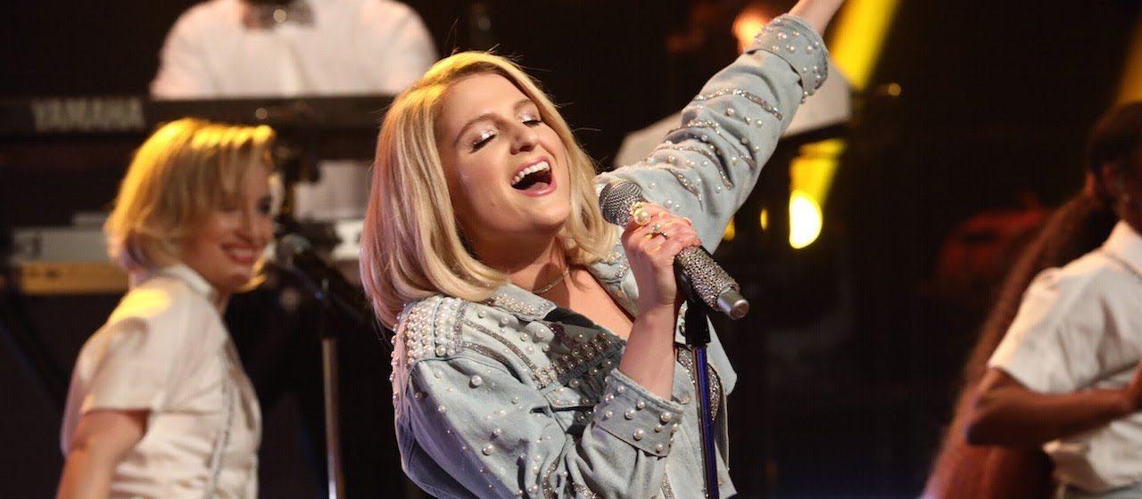 Meghan Trainor arrasa nos vocais na primeira performance de 'No Excuses' na TV; vem assistir