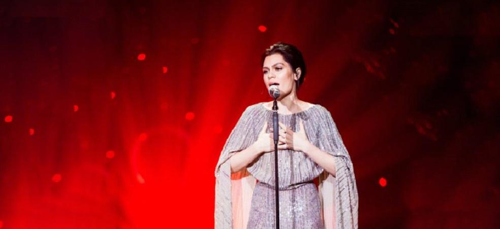 "De arrepiar!!! Jessie J faz performance ARREBATADORA de ""My Heart Will Go On"", trilha de Céline Dion para 'Titanic"": vem ver!"