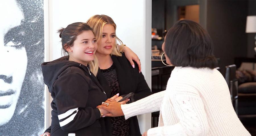 Kim leva barriga de aluguel para conhecer Kylie e Khloe, assista!