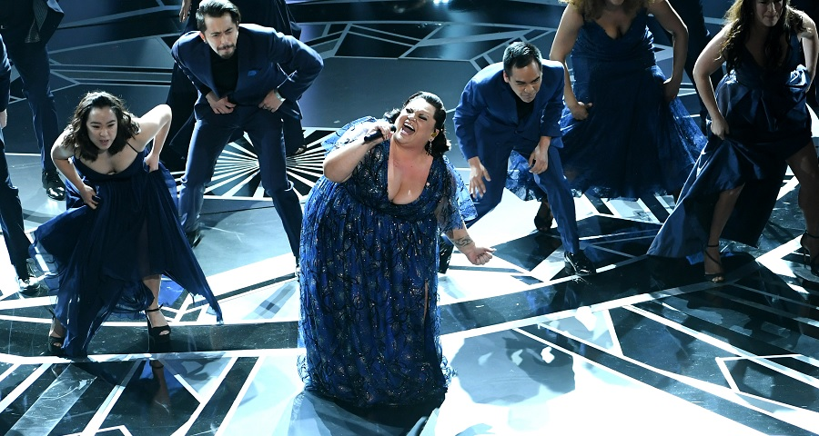 "Oscar 2018: Keala Settle faz performance poderosa de ""This Is Me"", da trilha de ""O Rei do Show"""