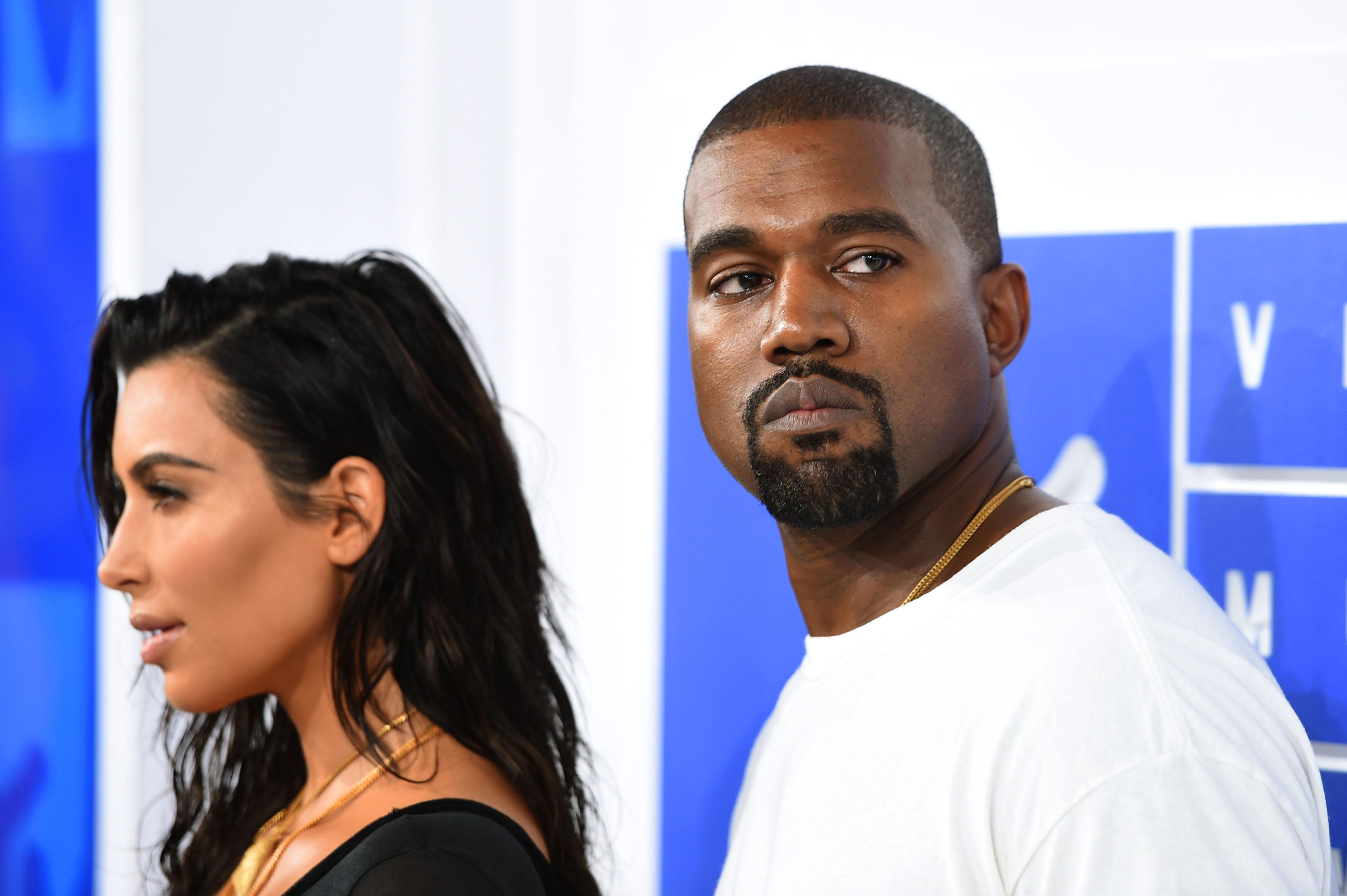 """Após semana polêmica, Kanye West faz post com ex de Khloe Kardashian: """"Meu momento favorito"""""""