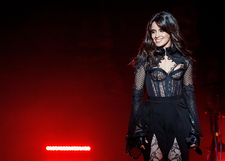 Camila Cabello estreia turnê com show poderoso: muitos hits e até música inédita!