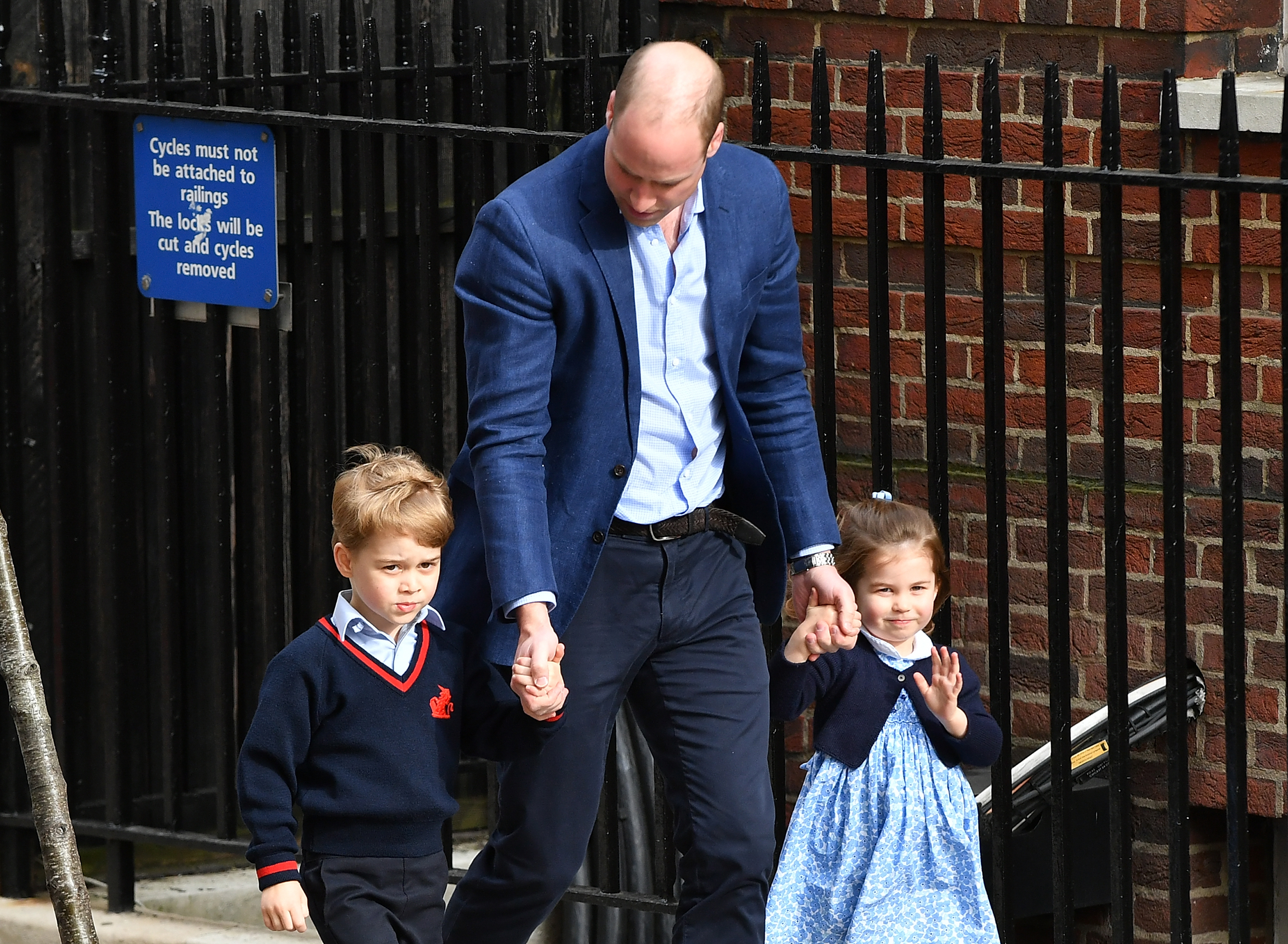 the-duke-duchess-of-cambridge-depart-the-lindo-wing-with-their-new-son-5