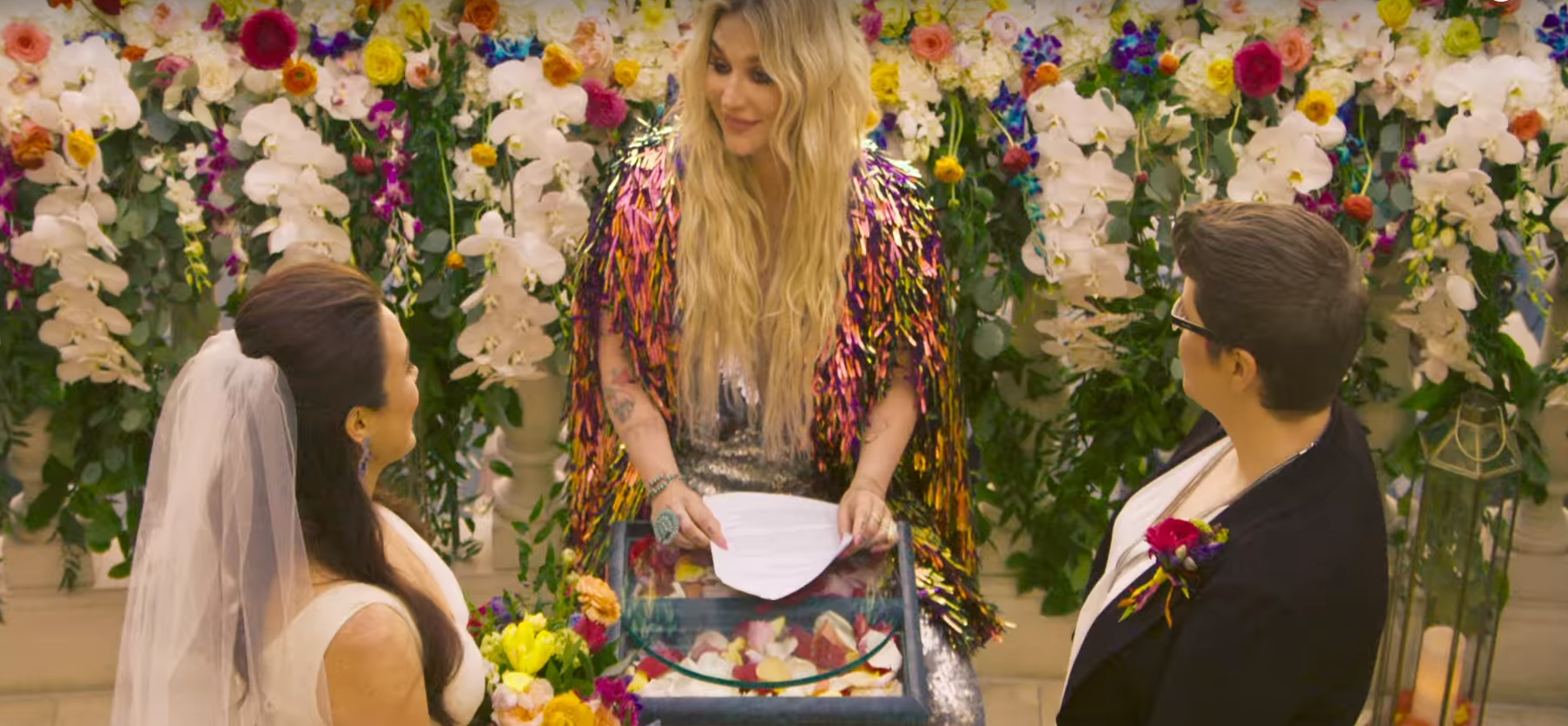 Kesha regrava Janis Joplin e celebra casamento em clipe de 'I Need a Woman To Love'; assista!