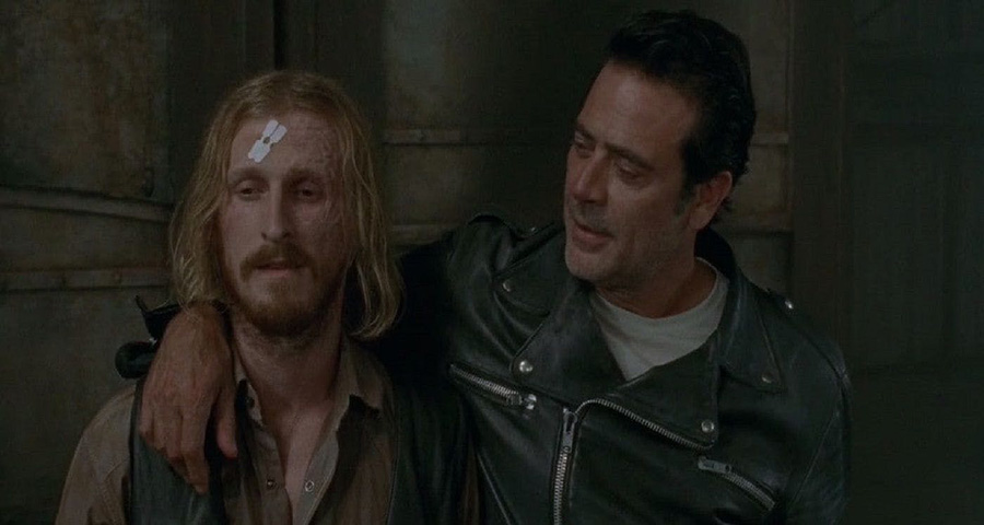 """Momentos de tensão entre Negan e Dwight no novo teaser de """"The Walking Dead"""", veja!"""