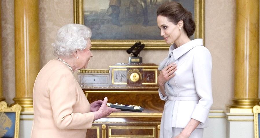 Angelina Jolie revela ensinamentos importantes da rainha Elizabeth a seus filhos