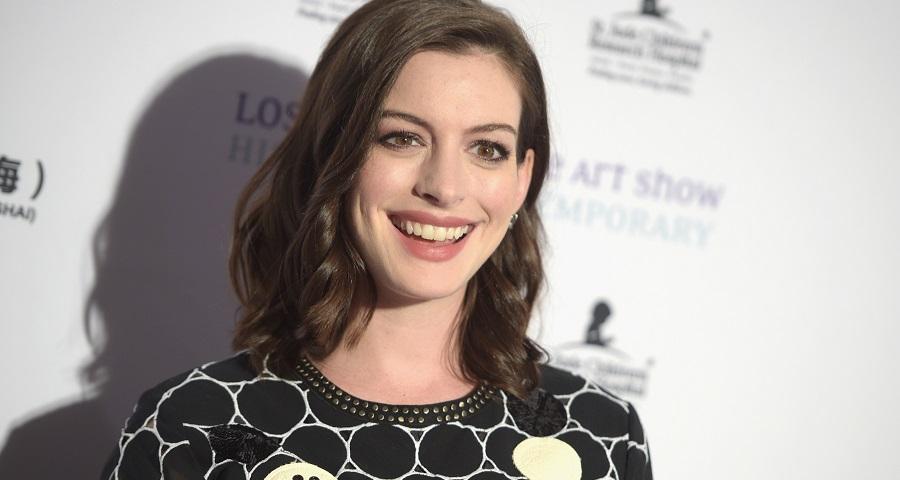 Anne Hathaway manda recado a haters enquanto ganha peso para novo papel no cinema