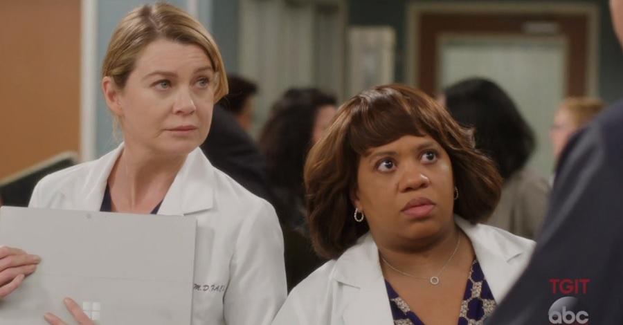 """""""Grey's Anatomy"""": Meredith e Bailey ficam surpresas com chegada de agente em prévia do próximo episódio"""