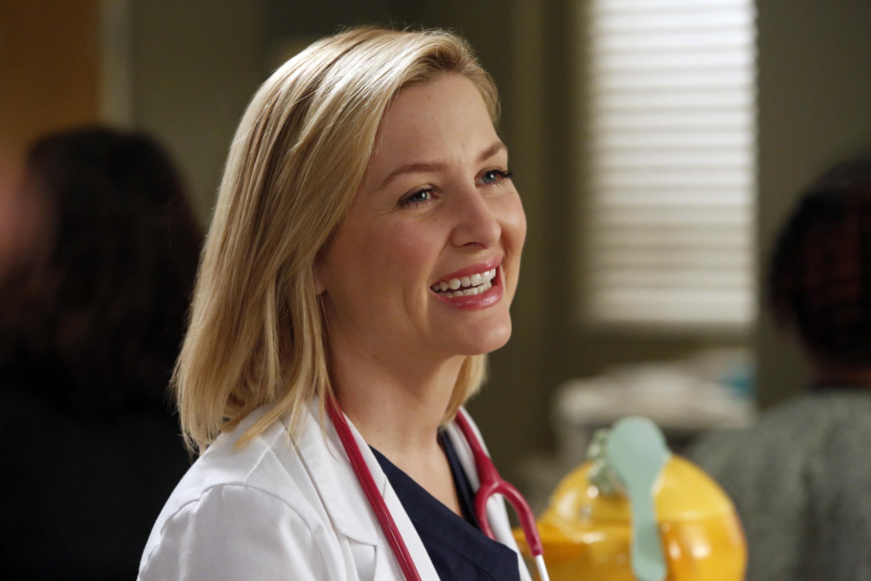 A caminho do estúdio, Jessica Capshaw reflete sobre o último dia em 'Grey's Anatomy'