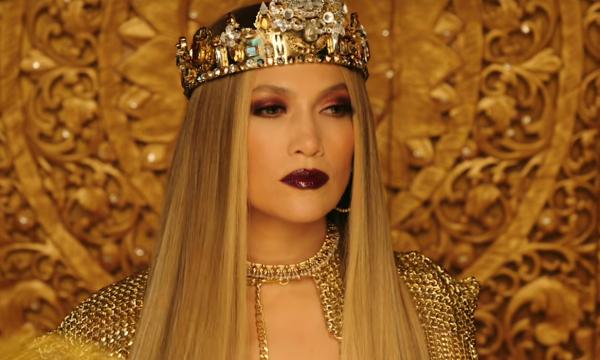 "Jennifer Lopez lança clipe de ""El Anillo"" com Miguel Ángel Silvestre e batida de funk; assista!"
