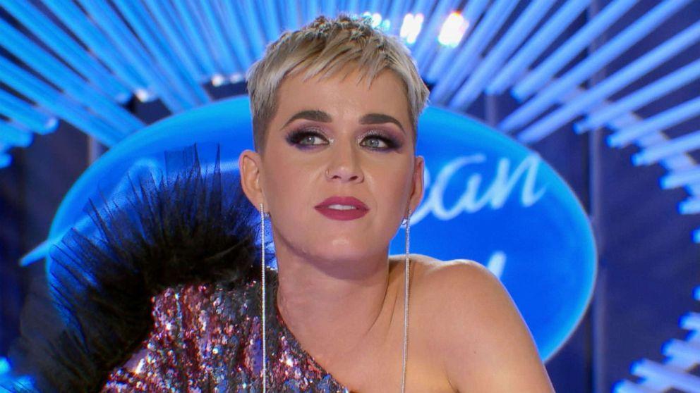 Pais de Katy Perry aparecem de surpresa no 'American Idol' e 'tiram sarro' da fofa: vem assistir