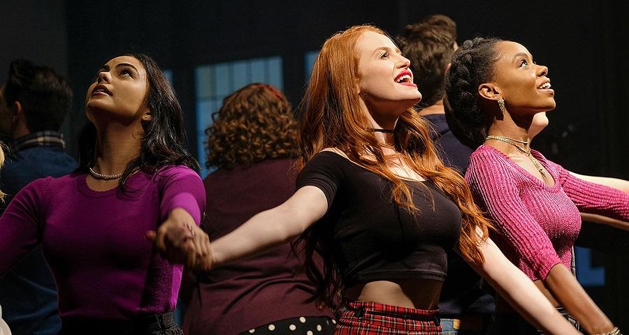 """""""Riverdale"""": Divulgados dois números do episódio musical inspirado em """"Carrie, A Estranha"""""""
