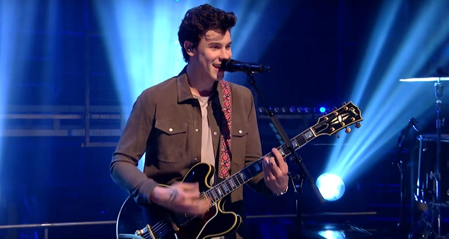 "Shawn Mendes arrasa em performances de ""In My Blood"" e ""Lost in Japan"" para a BBC"