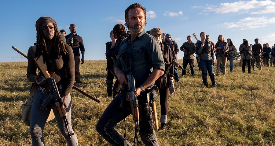 """The Walking Dead"": Muita tensão nas fotos do episódio final da oitava temporada"