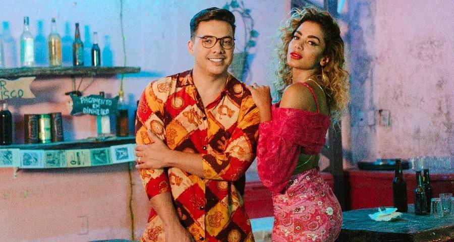 """EXCLUSIVO: Wesley Safadão e Anitta curtem um """"Romance com Safadeza"""" em clipe de nova parceria; assista"""