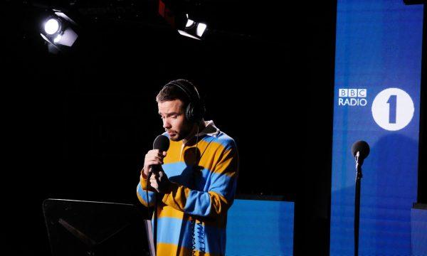 """Liam Payne faz live MARA de seu novo single 'Familiar"""" e arrasa em cover de Zedd"""