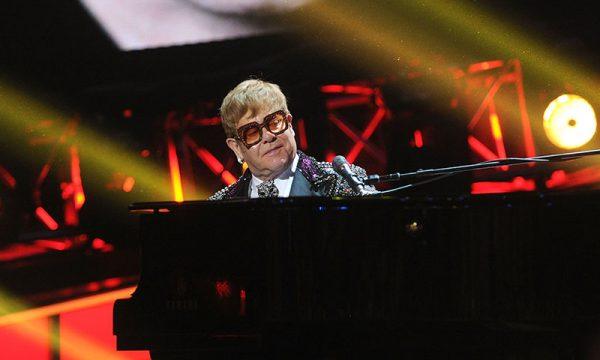 Casamento Real: Elton John irá cantar na recepção dos noivos, afirma TMZ