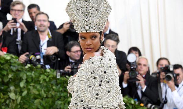 TMZ revela por que homem invadiu mansão de Rihanna! Não foi pra roubar…