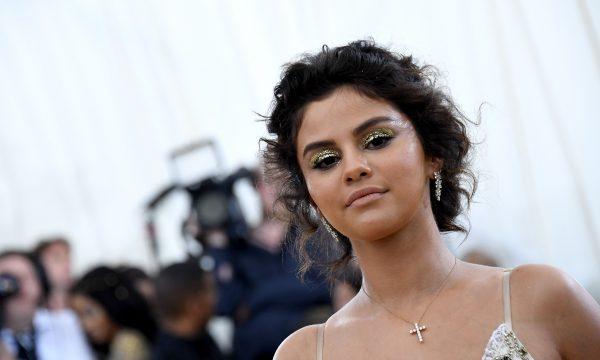 Selena Gomez quebra silêncio após críticas por look no 'Met Gala 2018'