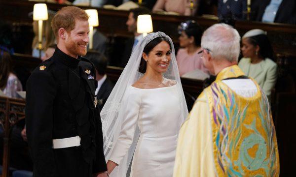 """Casamento Real: Meghan escolhe vestido """"básico"""" e reação da mãe emociona"""