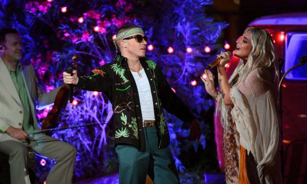 """BBMAs 2018: Kesha e Macklemore apresentam """"Good Old Days"""" na rua para o público"""