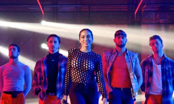 """Anitta arrasa em performance de """"Downtown"""" em programa da TV espanhola; assista"""