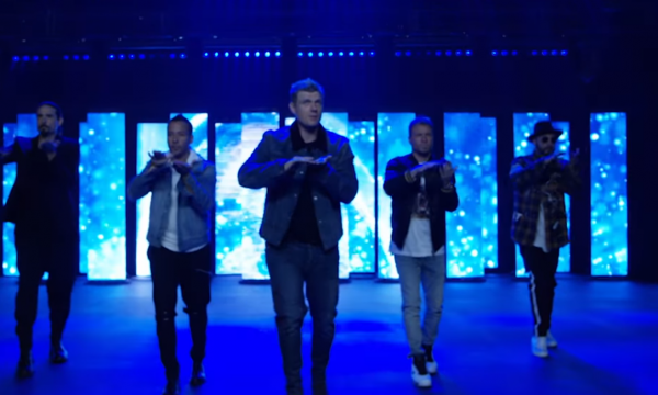 Após cinco anos, Backstreet Boys lançam single com clipe nostálgico; assista!