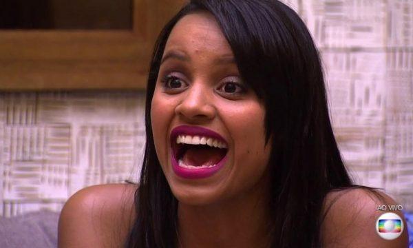 """Ex-BBB Gleici arrasa em cena de """"O Outro Lado do Paraíso"""" ao lado de Bianca Bin; veja fotos exclusivas!"""