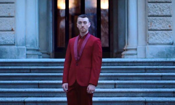 """Sam Smith lança clipe poderoso para """"Pray"""", sua parceria com Logic; vem assistir"""