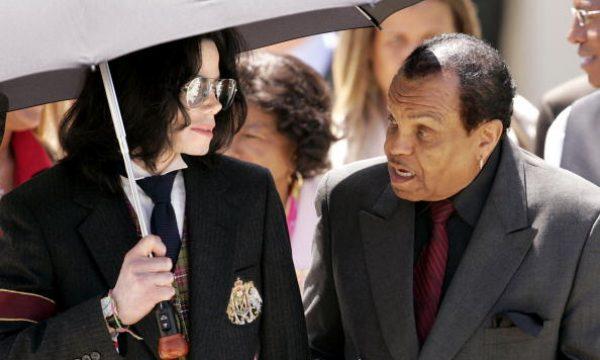 Pai de Michael Jackson pode estar à beira da morte próximo ao aniversário de falecimento do filho, diz jornal