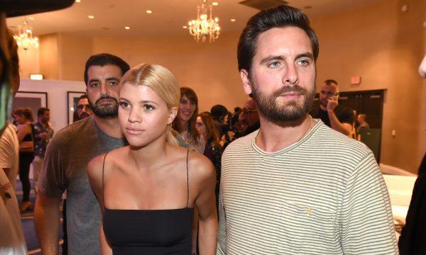 Sofia Richie termina com Scott Disick, que é flagrado com outra em festa de Kanye, diz revista People