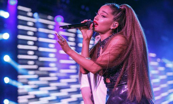 Vídeo: Em gravação de Wicked, Ariana Grande faz sua primeira aparição após término de noivado