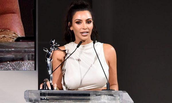 Kim Kardashian explica tranças no cabelo durante o 'MTV Movie & TV Awards' e cita a filha North