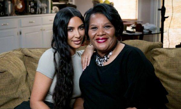 Kim Kardashian e Alice Johnson dão entrevista e contam como ela soube que sairia da cadeia, assista!