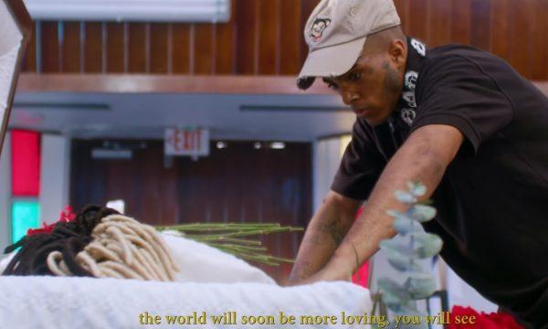 XXXTentacion visita o próprio funeral e deixa recado 'enigmático' em clipe póstumo; vem ver 'SAD!'