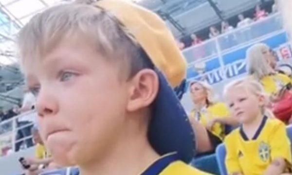Garotinho sueco é sensação ao se emocionar vendo o pai jogar a Copa pela primeira vez