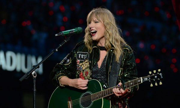 """Taylor Swift faz homenagem às vítimas de Manchester em show da """"Reputation Tour"""""""