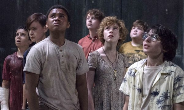 """""""It: A Coisa – Parte 2"""": Compare elenco adulto da continuação com as crianças do primeiro filme"""