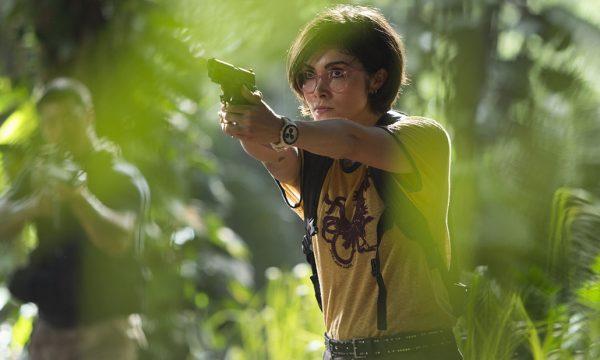 """Atriz revela corte de cena em que personagem se assume lésbica em """"Jurassic World: Reino Ameaçado"""""""