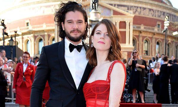 """Astros de """"Game of Thrones"""", Kit Harington e Rose Leslie se casam em cerimônia na Escócia; veja fotos"""