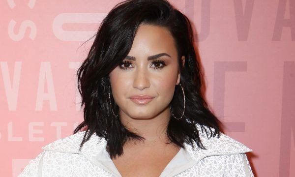 Sorrindo! Demi Lovato é flagrada pela primeira vez desde overdose; veja imagem