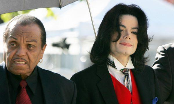 Médico de Michael Jackson diz que pai do cantor castrava quimicamente o filho; assista!