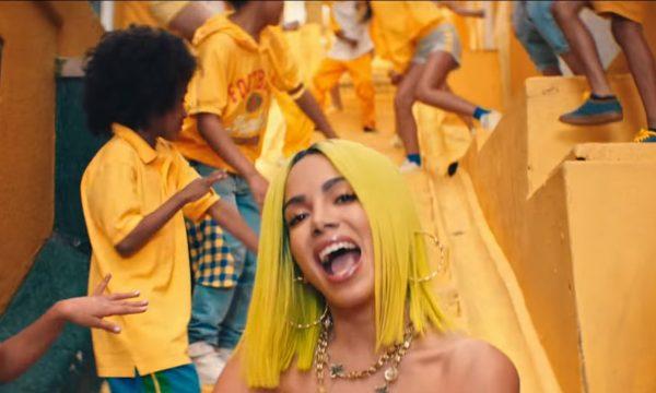 """Anitta investe em mundo feliz e colorido para o clipe de 'Medicina': """"Crianças são o futuro do planeta""""; assista!"""