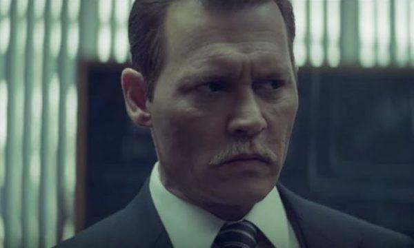 """Acusado de agressão, Johnny Depp é processado por integrante da equipe de """"City of Lies"""""""
